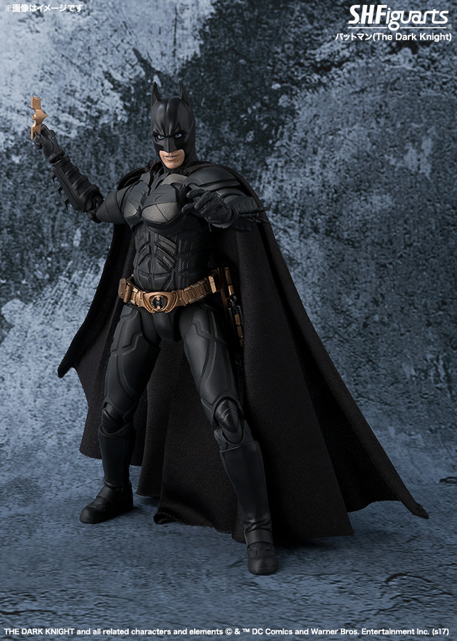 Dark-Knight-SH-Figuarts-Batman-004.jpg