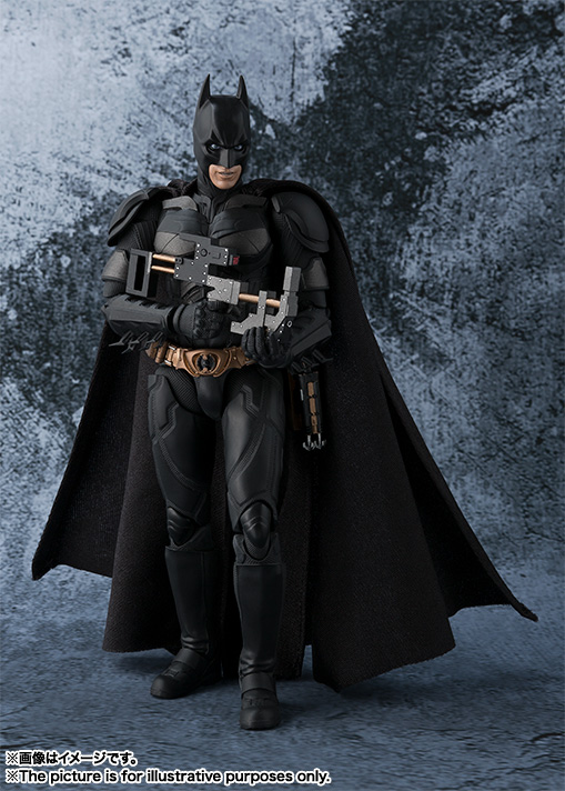 Dark-Knight-SH-Figuarts-Batman-005.jpg
