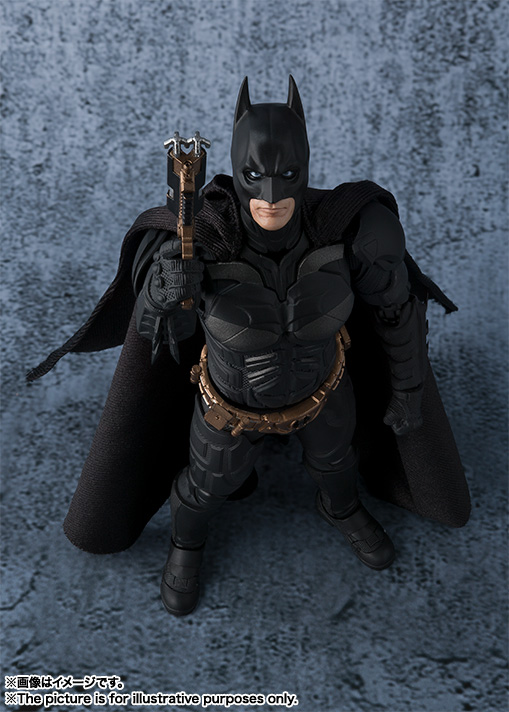 Dark-Knight-SH-Figuarts-Batman-007.jpg