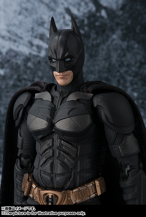 Dark-Knight-SH-Figuarts-Batman-002.jpg