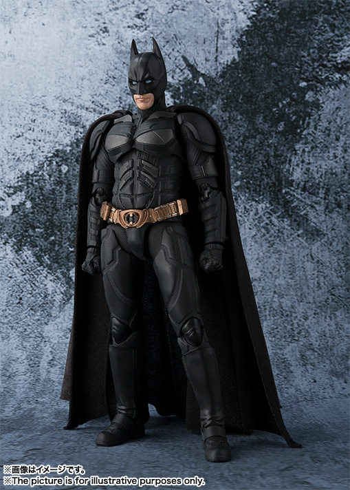 Dark-Knight-SH-Figuarts-Batman-001.jpg