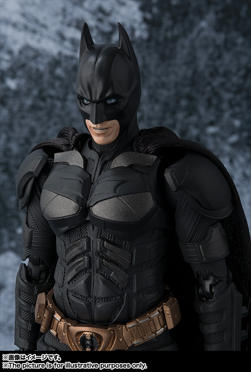 Dark-Knight-SH-Figuarts-Batman-003.jpg