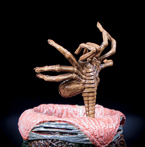 "Фигурка Бишоп разорванный ""Чужие"" (Neca Aliens Series 5 Bisected Bishop with Egg & Facehugger Figure)"